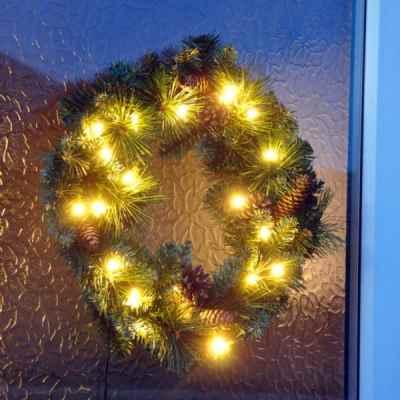 45cm Pre Lit Wreath