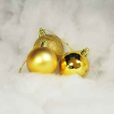 18 pack 5cm Gold Baubles