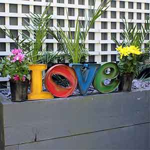 Metal Love Planter